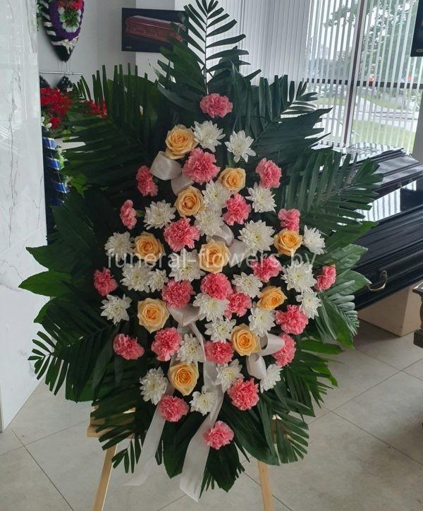 Ритуальный венок из живых цветов овальный «Изысканность»