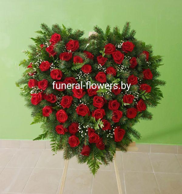 Похоронный венок-сердце из живых цветов «Вселенная»