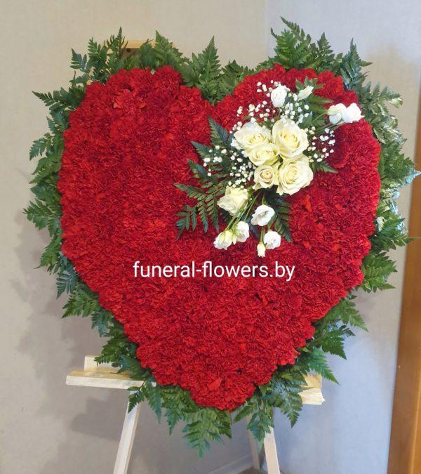 Ритуальный венок-сердце из живых цветов «Вечная любовь»