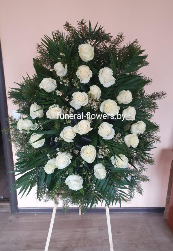 Венок на похороны из живых цветов круглый «Безмятежность»