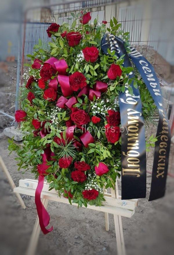Ритуальный венок на похороны  из живых цветов «Величие»