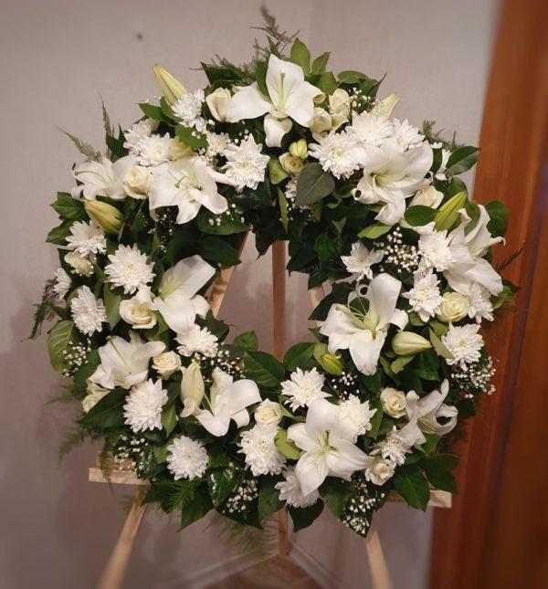 Ритуальный венок из живых цветов круглый «Невесомость»
