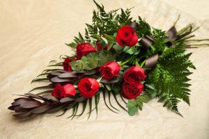 Сколько цветов нести на похороны?